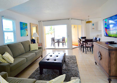Relax in the Cayman Reef Resort #42 Livingroom