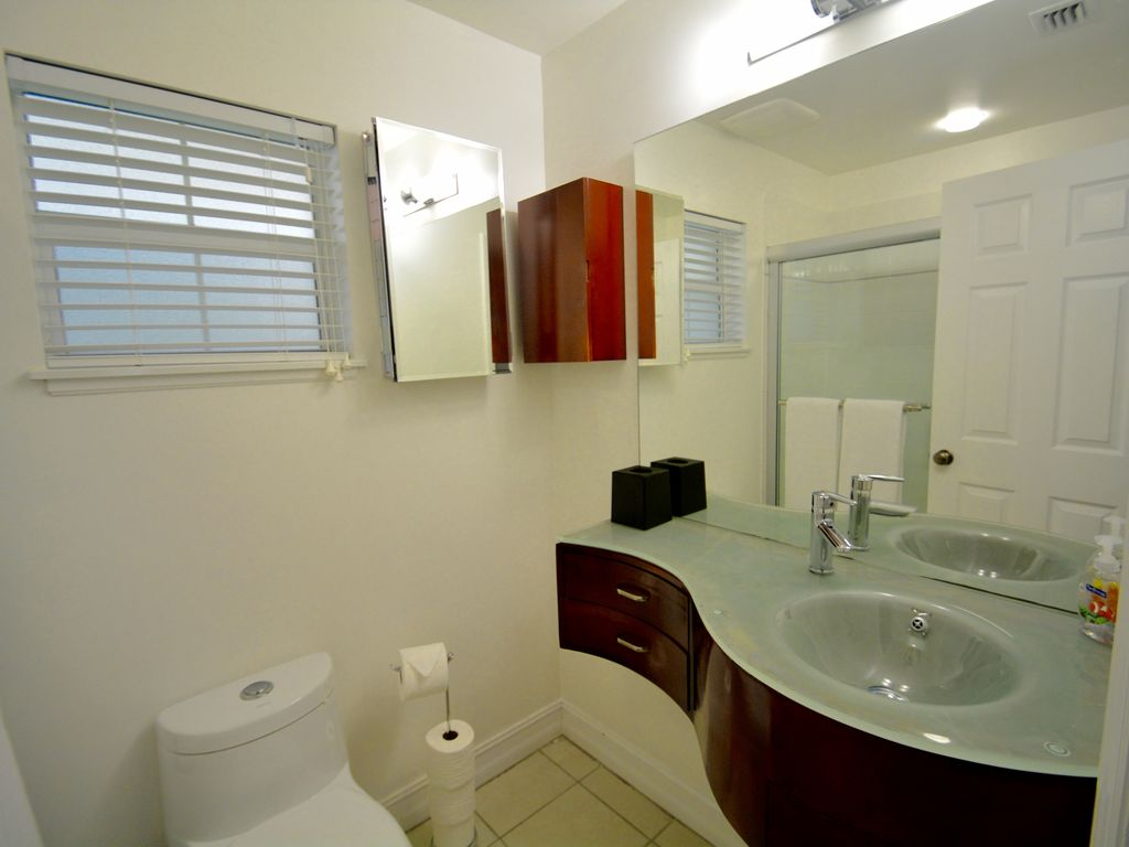 RegalBeach#123_Bathroom