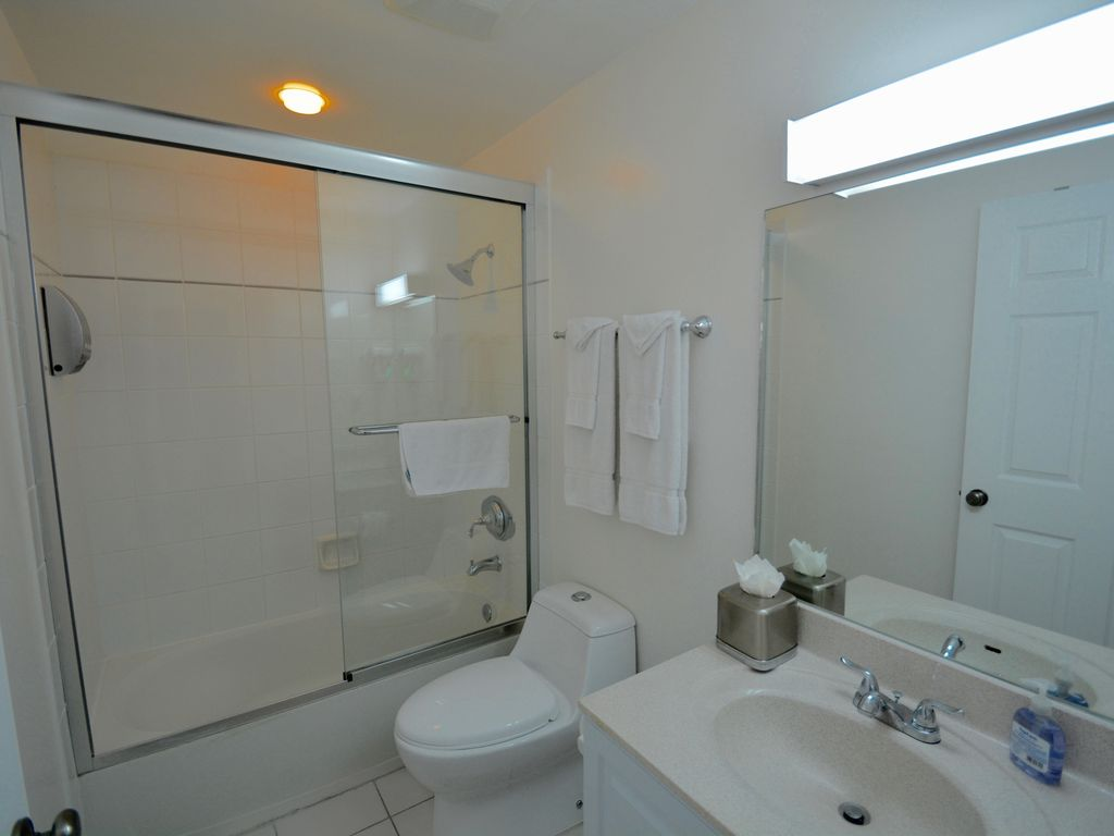 RegalBeach#523_Bathroom2